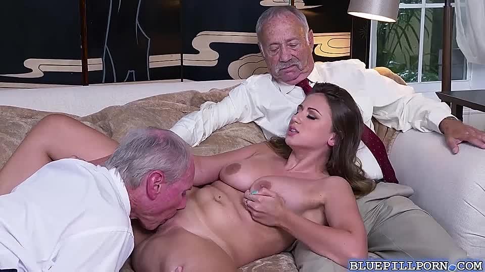 Mann Brüste große Alter leckt Mann Saugt