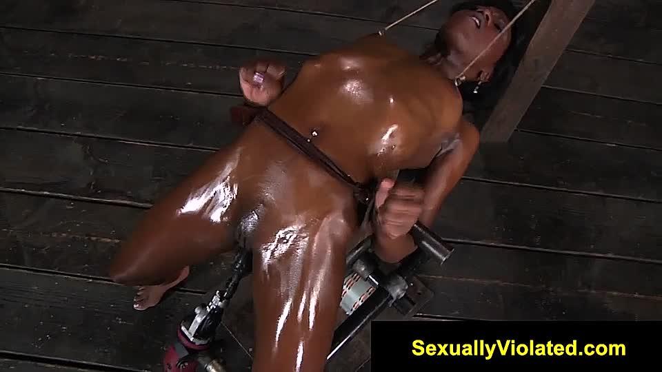 Nackt gefoltert wird frau Heiße Frau
